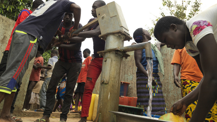 Water-pump-in-Baoulekro-funded-by-Fairtrade-Premium